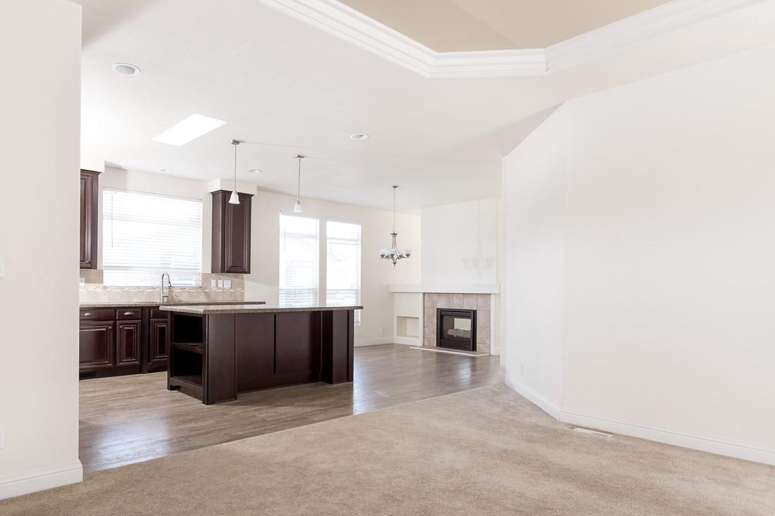 Clayton Golden West GLE601F Living Kitchen