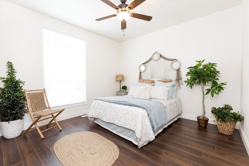 clayton golden west gle561g Bedroom